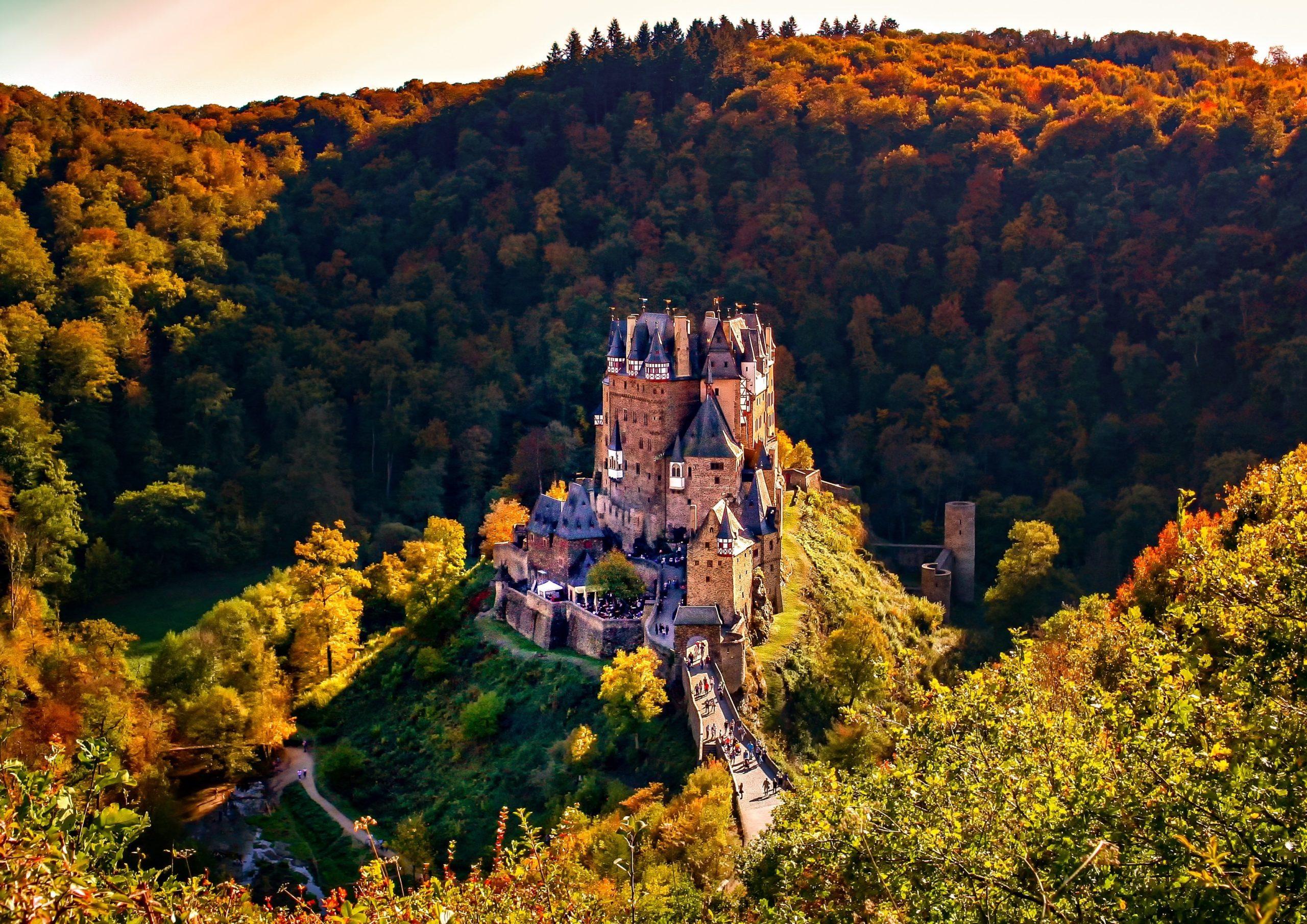【ドイツSNS映えスポット】三大美城の一つ エルツ城  (Burg Eltz)